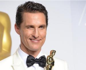 476470529-matthew-mcconaughey-celebrates-in-the-press-room-after-jpg-crop-promovar-mediumlarge